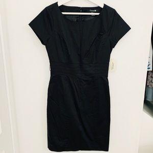 NEW Forever21 Short Sleeve Dress w Zipper in Back